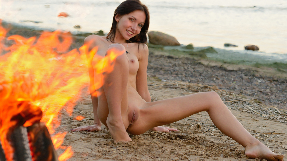Sasha Rose in Evening Fire featured on Stunning 18